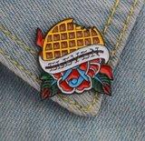 Stranger Things Eleven Eggo pin badge - Filmspullen.nl